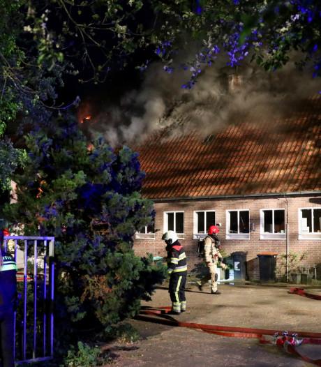 Grote brand in woonboerderij met massagesalon in Creil pittige klus voor brandweer