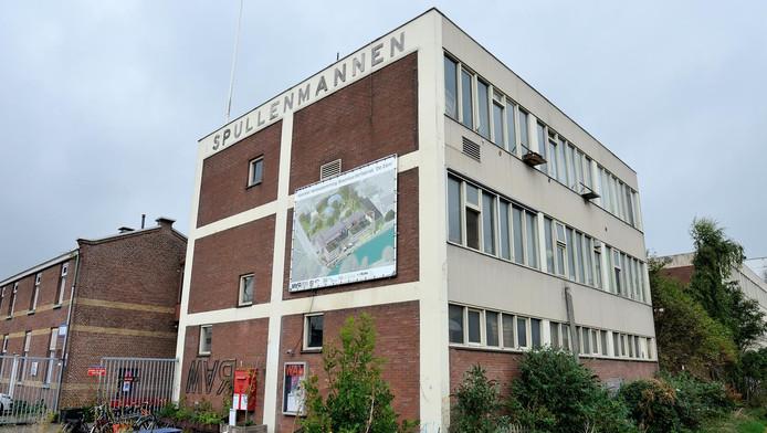 Het oude fabriekscomplex aan de Eem waar culturele broedplaats de War zijn onderkomen heeft.