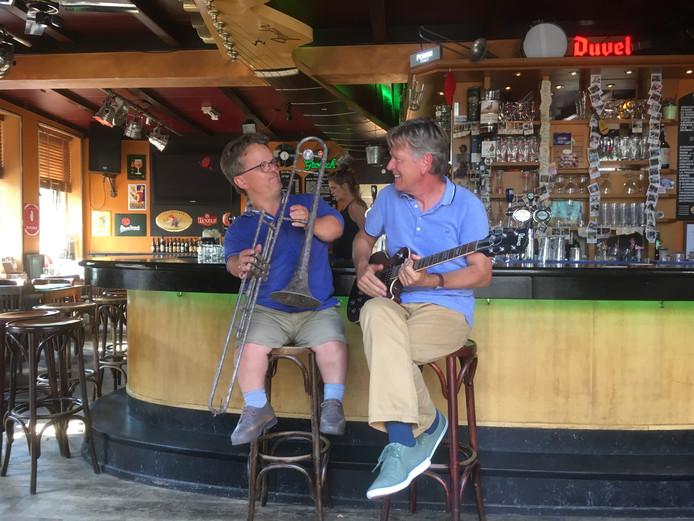 Gerard Hilhorst (l) en Albert Berman willen meer bekendheid geven aan muziektherapie.