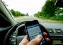 240 euro kost de bekeuring voor het vasthouden van de mobiele telefoon tijdens het rijden