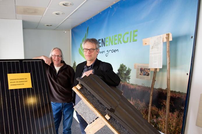 Oscar Heesterbeek (l) en Ad van de Ven zijn vrijwilligers van KempenEnergie.