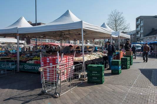 De zaterdagmarkt op de Woenselsemarkt.