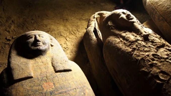 Archeologen tonen voor het eerst gestolen sarcofagen