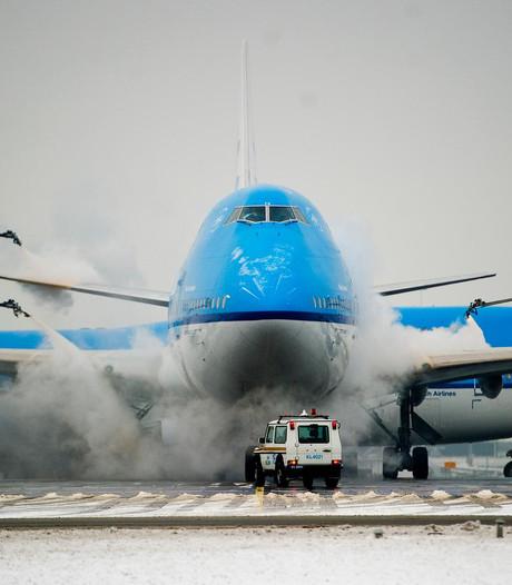 Dinsdag mogelijk uitval van vluchten door sneeuw