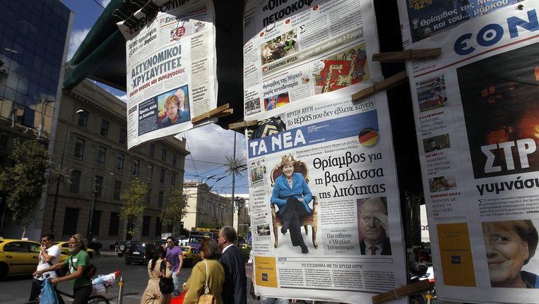 Griekse kranten koppen met de verkiezingsoverwinning van Angela Merkel. Beeld epa