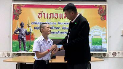 Drie voetballertjes die uit grot werden gered waren staatloos, maar nu krijgen ze Thaise nationaliteit