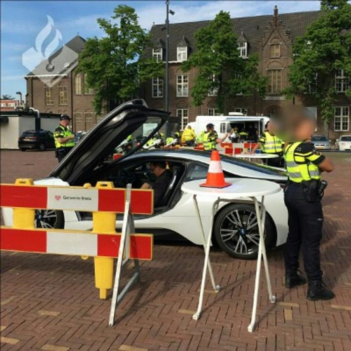 In Brabant worden met regelmaat  zogenaamde 'patsercontroles' gehouden, om te controleren of bezitters van dure auto's deze wel op een eerlijke manier hebben verkregen.
