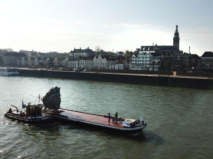 De stad Nijmegen, straks te aanschouwen door de ogen van het masker.