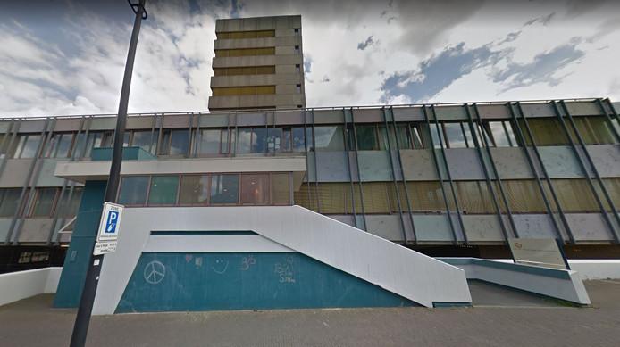 Het voormalige belastingkantoor aan de Stieltjesstraat.
