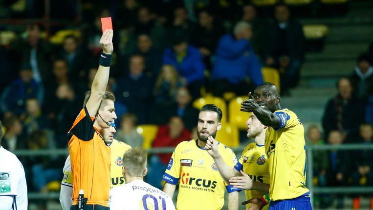 Ibrahima Seck kreeg de snelste rode kaart in de geschiedenis van de Belgische eerste klasse.