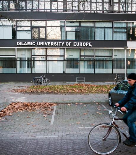 Van fraude verdachte rector mag weer lesgeven op imamschool