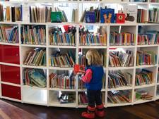 Nederland ontleest: vooral jongeren laten boek of e-book links liggen
