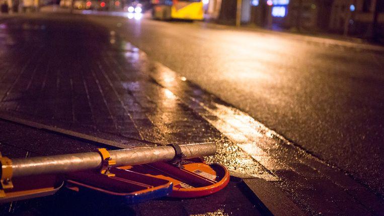 Een omgevallen verkeersbord in Halle.
