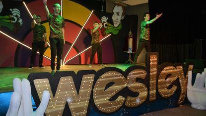 Wesley kroont zich tot Prins Carnaval