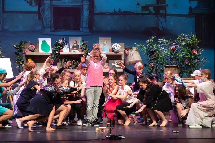 De eindejaarsmusical van de Dirk van Veenschool in de grote zaal van het ChasséTheater.