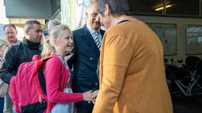 Koning Filip brengt prinses Eléonore terug naar school op de eerste schooldag