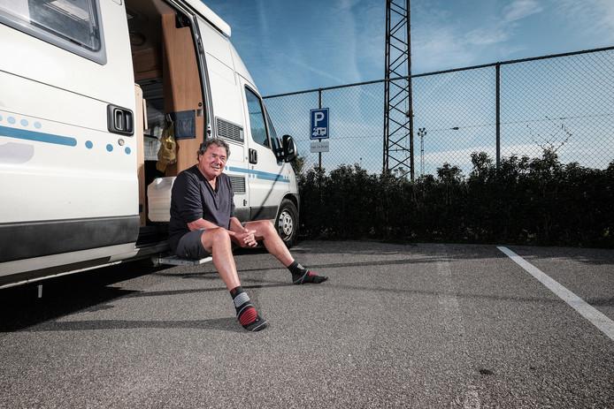 Jaap van Dijk in zijn camper.