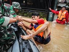 Eén dode gevallen en duizenden woningen overstroomd in Jakarta