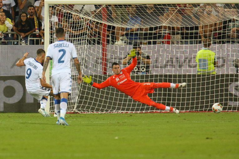 Alfredo Donnarumma stuurt Rafael de verkeerde hoek uit en zet de penalty om.