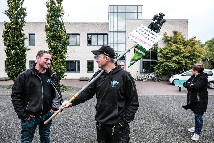 Boeren protesteren bij het gemeentehuis in Gendringen tegen de landschapsvisie van Oude IJsselstreek.