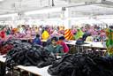 Vrouwen aan het werk in een textielfabriek in Dhaka, Bangladesh.