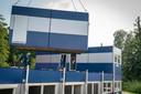 Medewerkers van de gemeente Lingewaard krijgen tijdelijk onderdak in noodgebouwen.