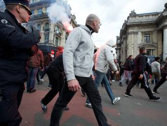 """Politie kijkt toe terwijl hooligans bier stelen uit buurtwinkel: """"Ze keken alsof het een schouwspel was"""""""