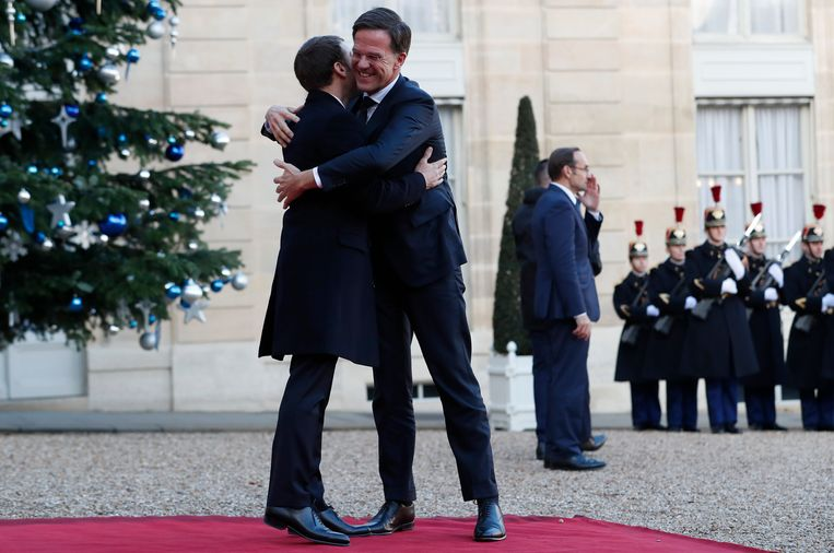 Premier Rutte ontmoet de Franse president Macron bij een eerdere gelegenheid. Beeld IAN LANGSDON / EPA