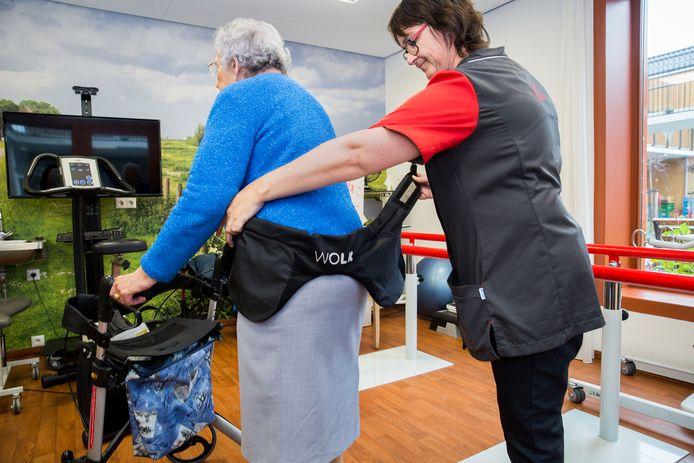 Demonstratie van een 'heup-airbag' voor ouderen