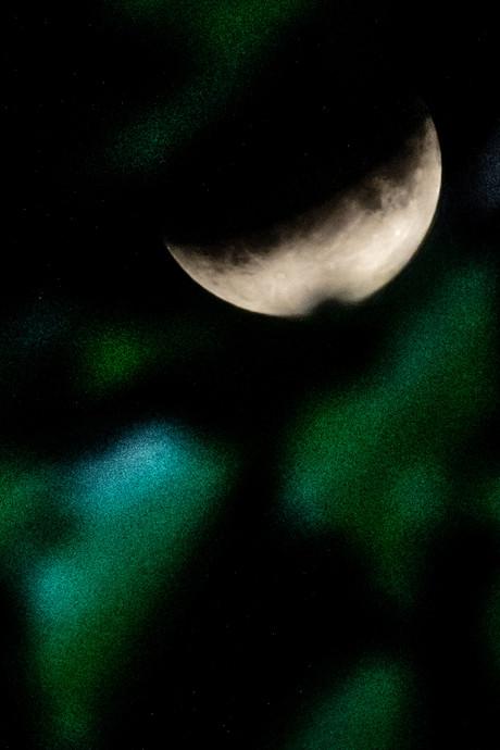 Gedeeltelijke maansverduistering gemist? Zo zag het eruit