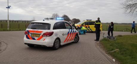 Fietsster gewond aan haar hoofd na aanrijding in Vlijmen