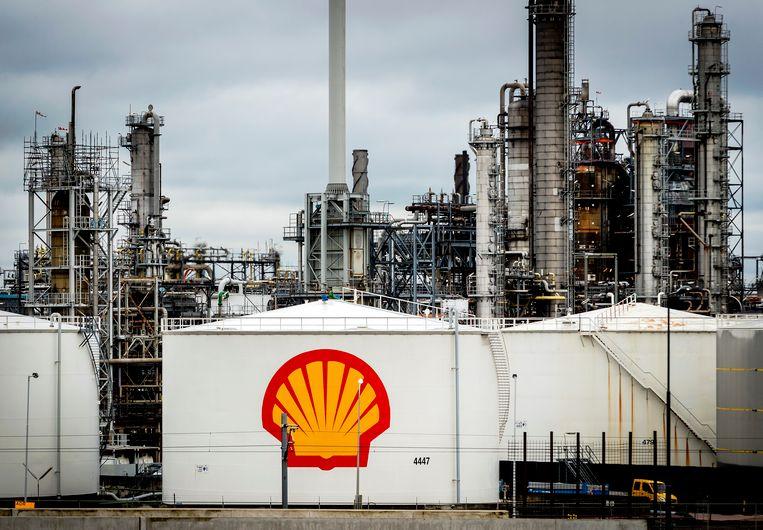 De raffinaderij van Shell in Pernis.  Beeld ANP
