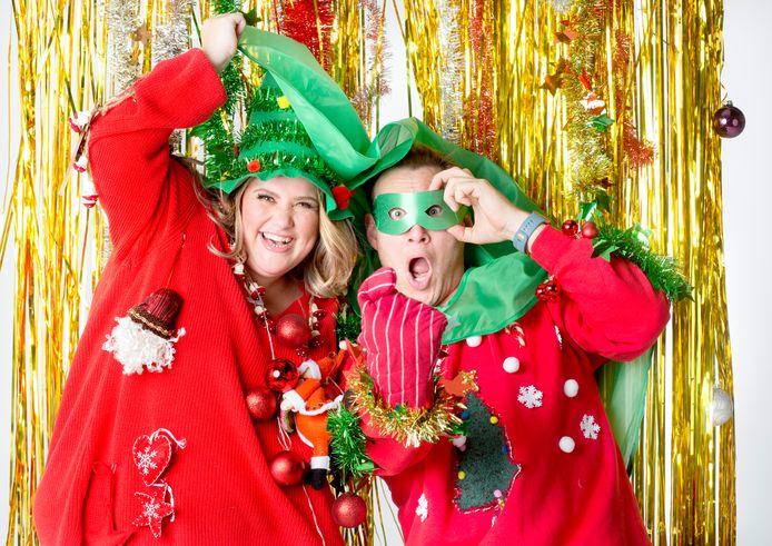 Acteurs Eric Bouman en Esmée van Kampen zijn Foute Kersttruiendag-ambassadeur voor Save the Children.
