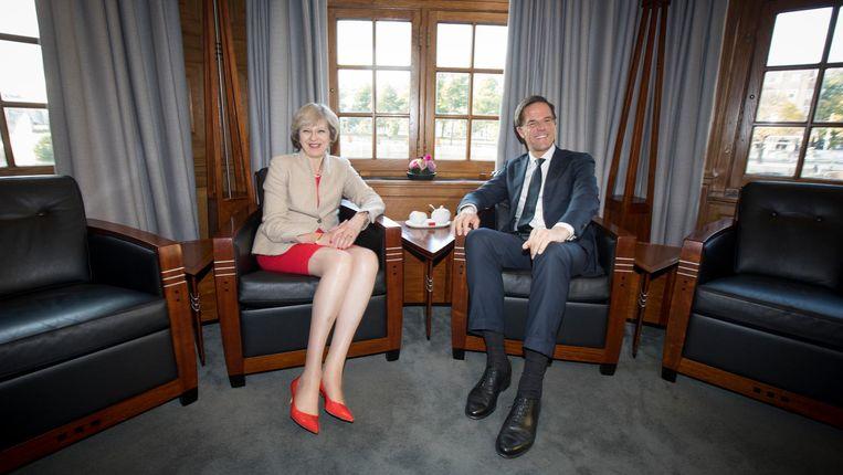 Premier Rutte ontvangt zijn Britse collega May. Beeld anp
