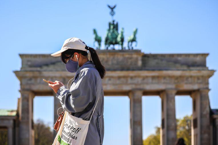 'De Duitsers hinken op twee gedachten: we houden ons aan de coronaregels én we geven de economie zoveel ruimte als mogelijk is.' Beeld EPA
