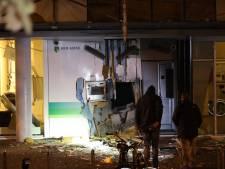 Plofkraak in Reeshof Tilburg: 2 woningen ontruimd en gebied rondom bank afgezet