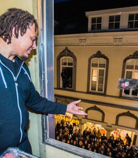 Sneaker-actie in Tilburgse Heuvelstraat zorgt voor totale wanorde (video)