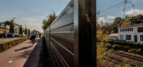 ProRail begonnen met aanleg geluidsschermen Parallelweg