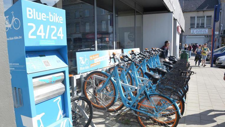 Blue-bikes aan het station van Ninove.