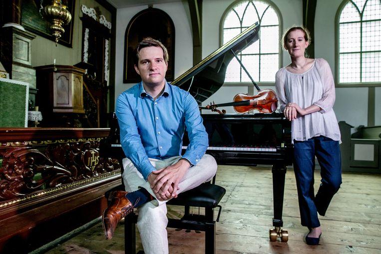 Mathieu Van Bellen en Maria Milstein organiseren ongepland een serie zomerconcerten in hun MuziekHaven, in de oude Zaanse Schuurkerk. Beeld Jean-Pierre Jans