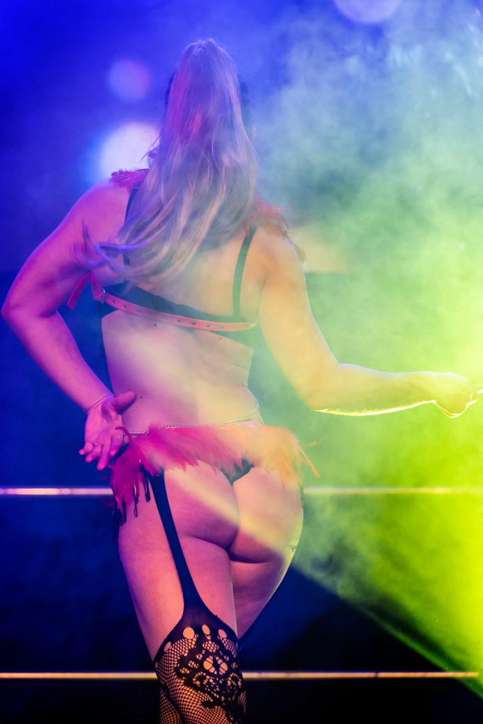 De driedaagse erotische lifestylebeurs Bobbi Eden's Loverland in de Brabanthallen geopend.