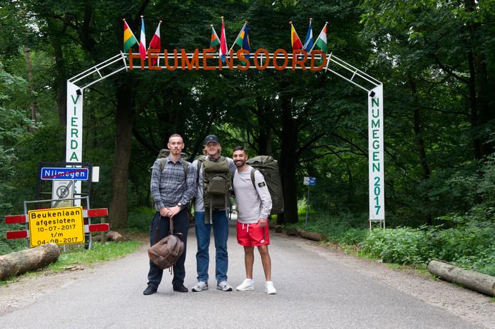Drie Zweedse militairen bij kamp Heumensoord.