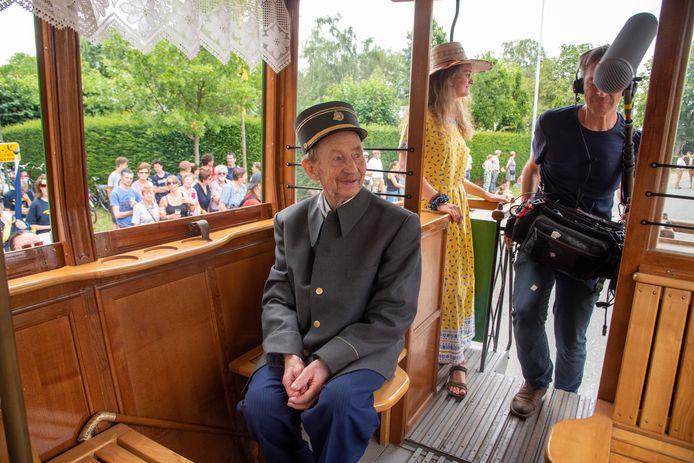 Boer Louis (Don't Worry, be happy) werd gevolgd door een cameraploeg op de 61ste Oogststoet in Massemen en was figurant in de paardentram.