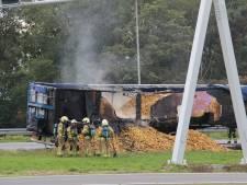 Flinke file op A1 bij Holten: vrachtwagen vol aardappels in brand