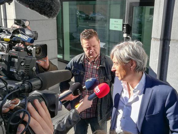 Kris Verduyn (37) met zijn advocaat Walter Van Steenbrugge na het verhoor.