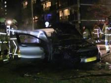 Weer een autobrand in Enschede, tiende brand op rij