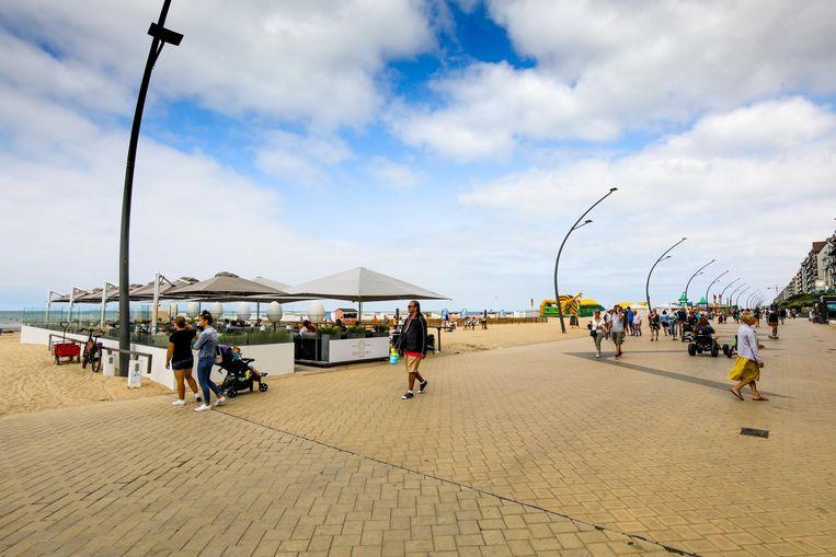 De verouderde Zeedijk kan een jonger publiek maar matig bekoren. Beachbars zouden daar al iets aan kunnen doen.