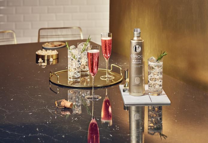 La nouvelle édition limitée infusée aux raisins blancs frais est une combinaison de spiritueux royal et de notes délicates de fleurs, d'agrumes et de melon miel, présentée dans une bouteille dorée. Prix: 37,50 euros.