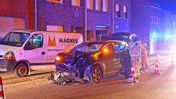Bestuurder knalt tegen geparkeerde bestelwagen: niemand gewond