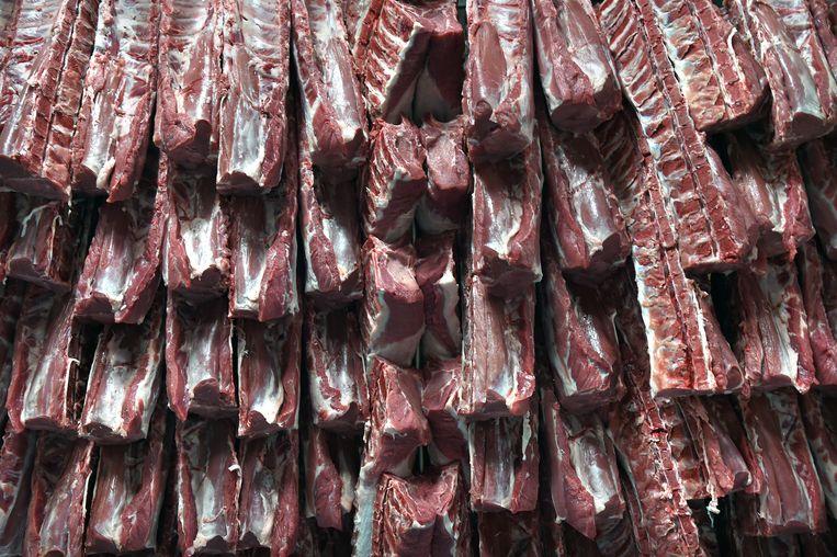 Varkensvlees bij Westfort Vleesproducten in IJsselstein. Beeld Marcel van den Bergh